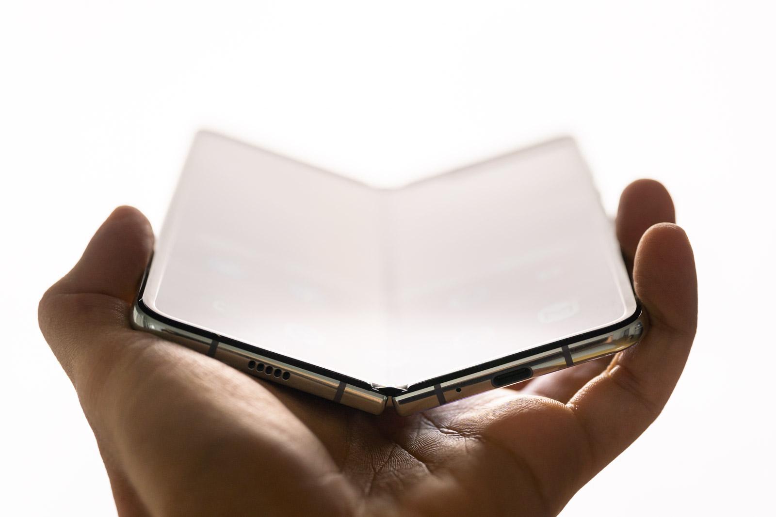 Jak żyć z Samsungiem Galaxy Fold? Oto 5 największych wad i zalet