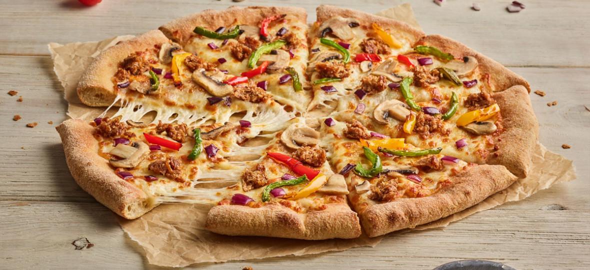Do restauracji Pizza Hut wjeżdża pizza z Beyond Meat zamiast mięsa. Rusza MEATamorfoza