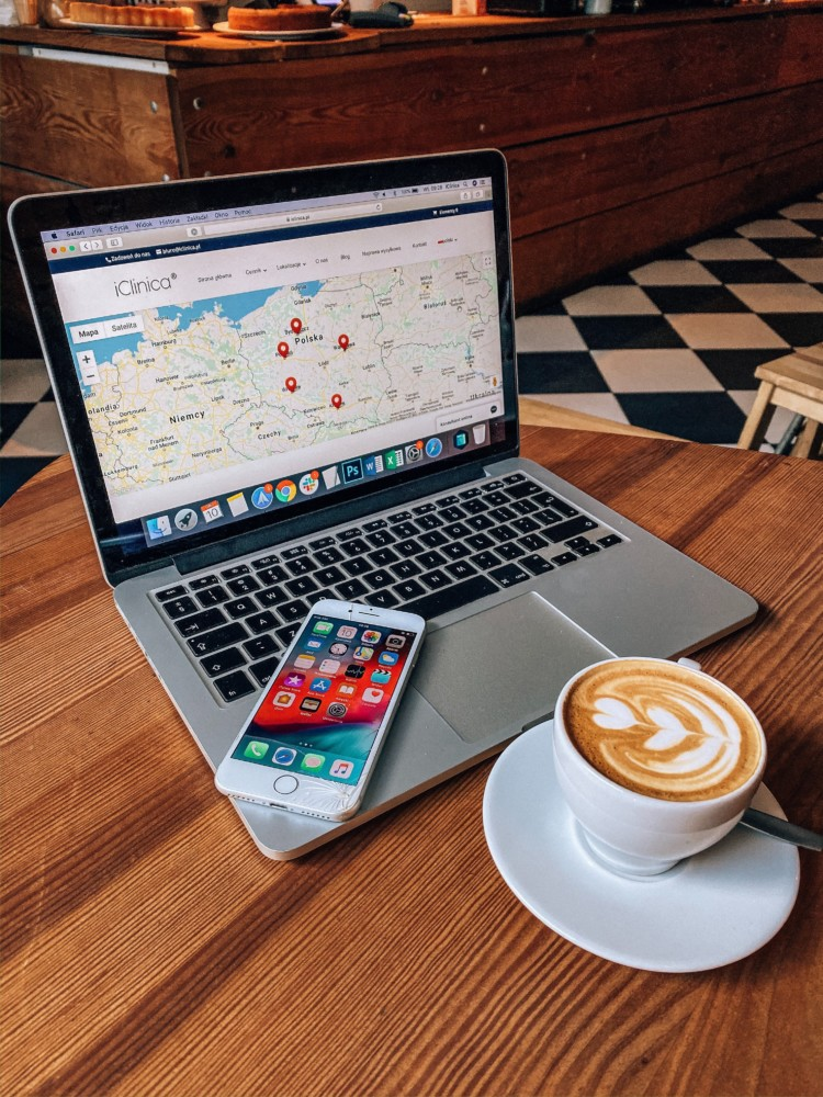 Serwis iClinica (iPhone, iPad, MacBook). Sprawdź ceny, umów wizytę