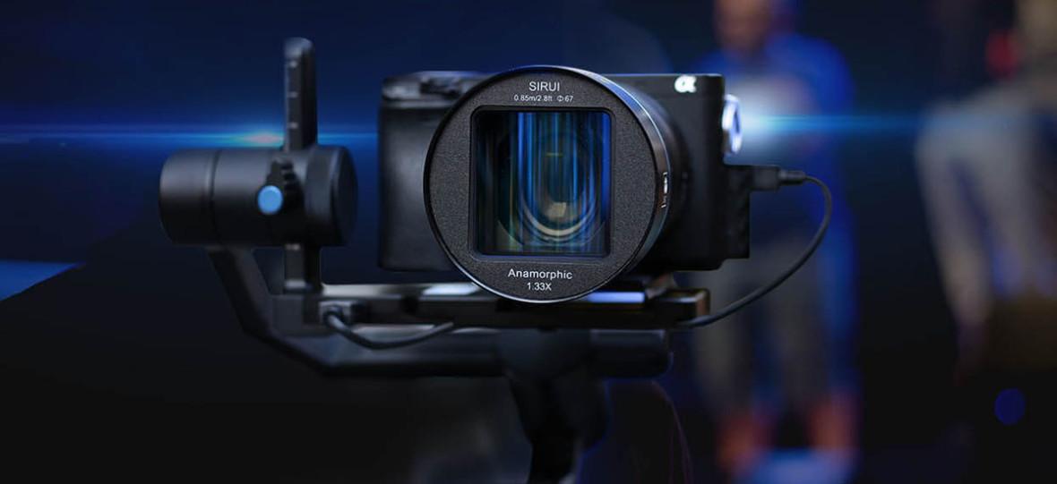 Czy obiektywy anamorficzne do aparatów to nowy trend 2020 r.? Oto Sirui 50 mm f/1.8 1.33x