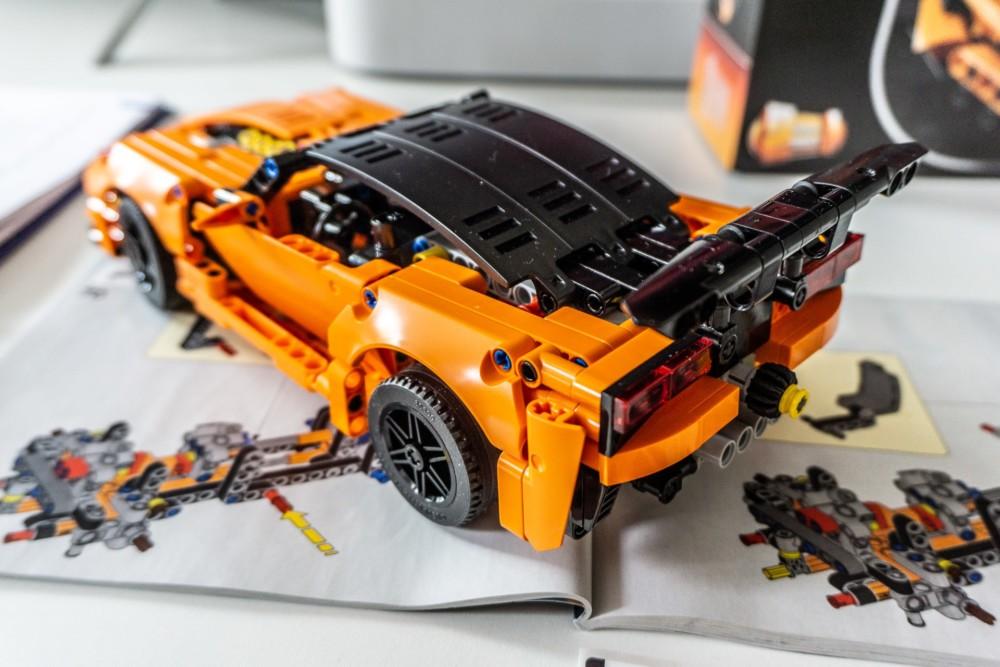 W moim zestawie Lego Technic Chevrolet Corvette ZR1 brakowało jednego klocka. Jak zamówić zgubiony klocek u producenta?