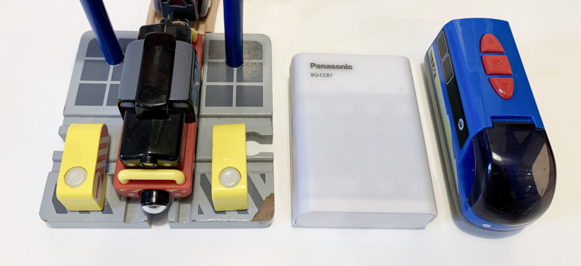 Mój syn zasila nią zabawki, a ja iPhone'a. Ładowarka Panasonic BQ-CC97 (do akumulatorków AA i AAA) – recenzja
