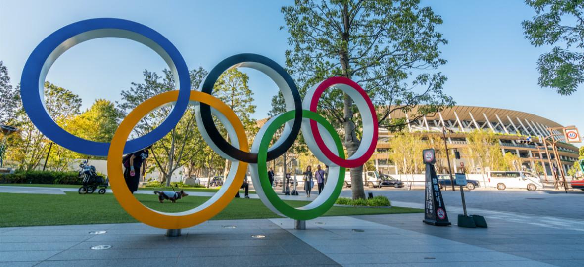 Kartonowe łóżka dla olimpijczyków. Sportowcy boją się, że nie będą mogli na nich uprawiać seksu
