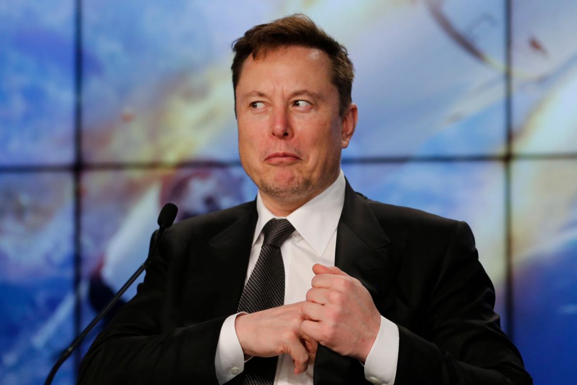 Elon Musk radzi: skasuj Facebooka, jest słaby