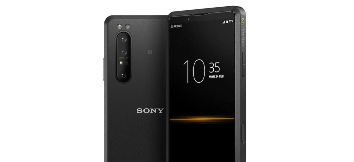 Sony Xperia Pro to smartfon dla profesjonalistów. Według producenta są nimi kamerzyści i streamerzy