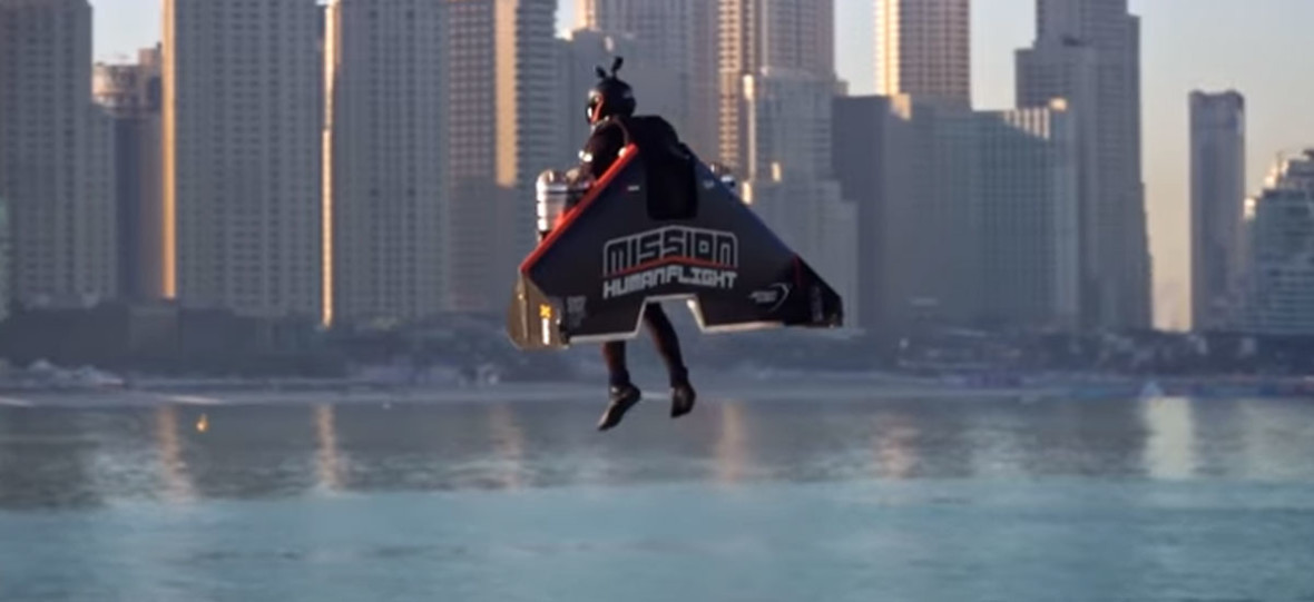 WIDEO DNIA: podniebne akrobacje z plecakiem odrzutowym nad Dubajem