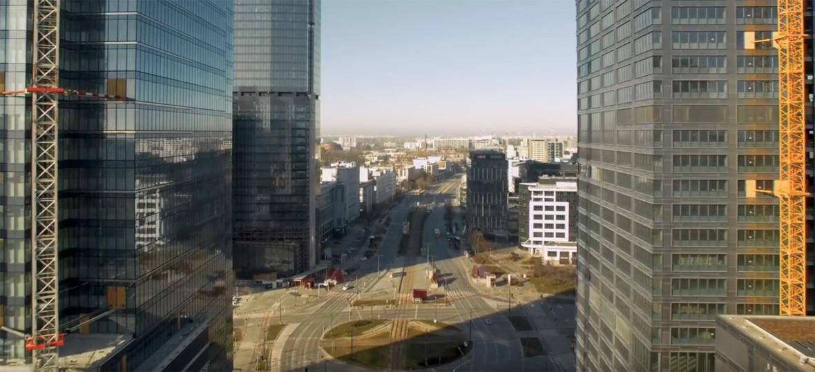 Pusta Warszawa wygląda jak miasto widmo. Polak nagrywał wideo dronem w czasie epidemii