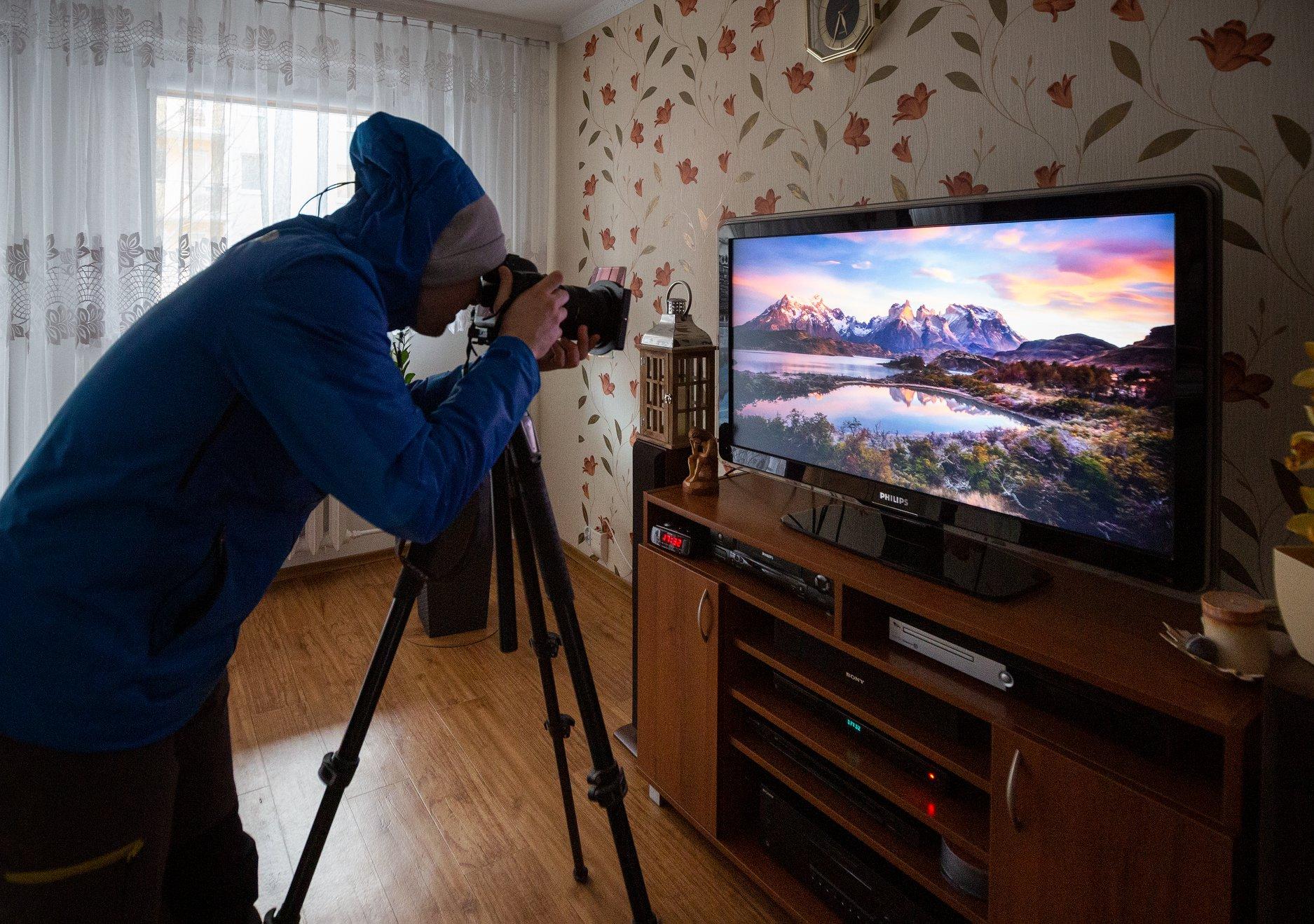 Paweł Uchorczak fotografuje w domu