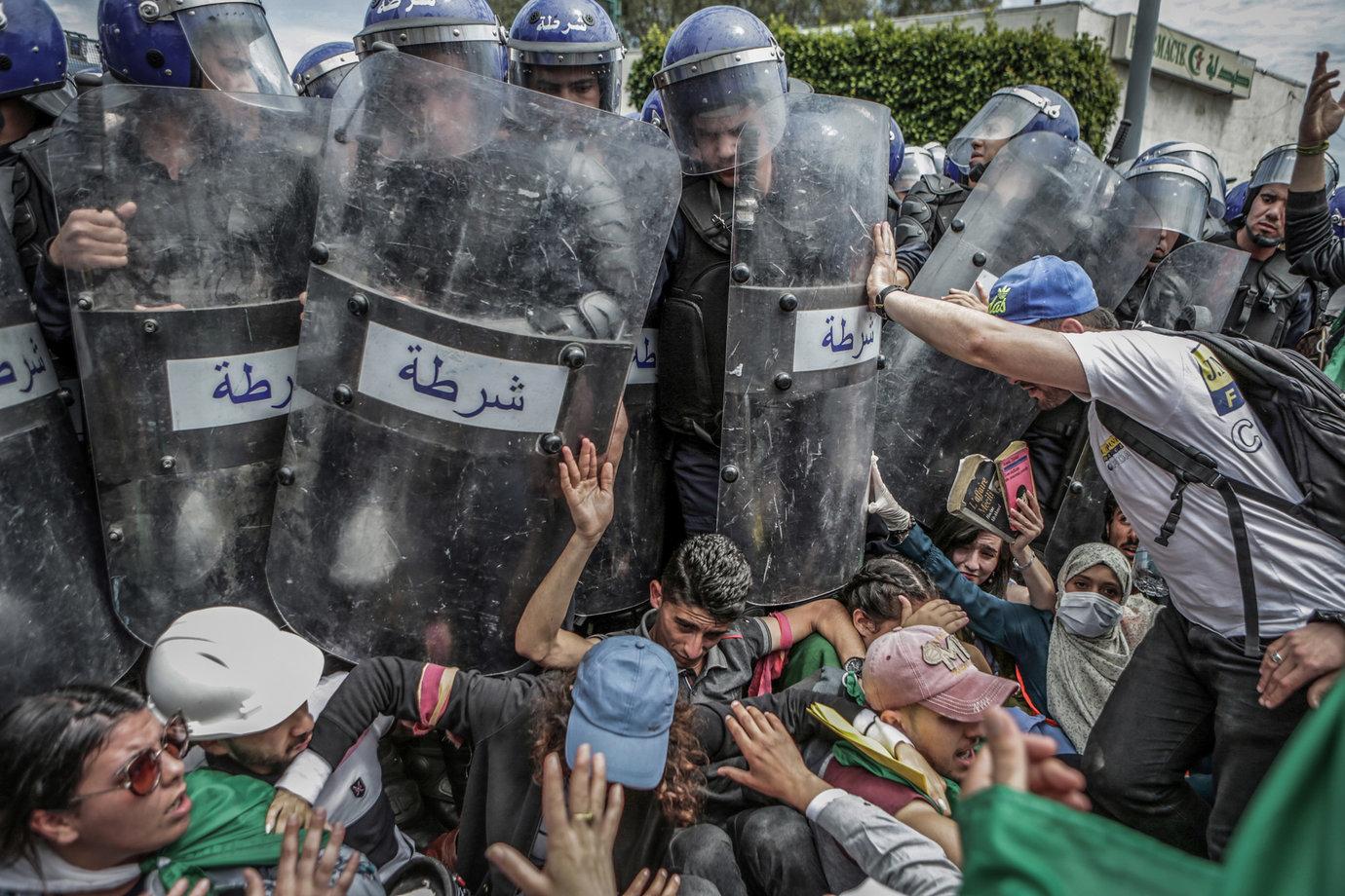 "Fot. Farouk Batiche / Deutsche Presse-Agentur, ""The Death of Michael Nadayo"". 1. miejsce w kategorii Spot News"