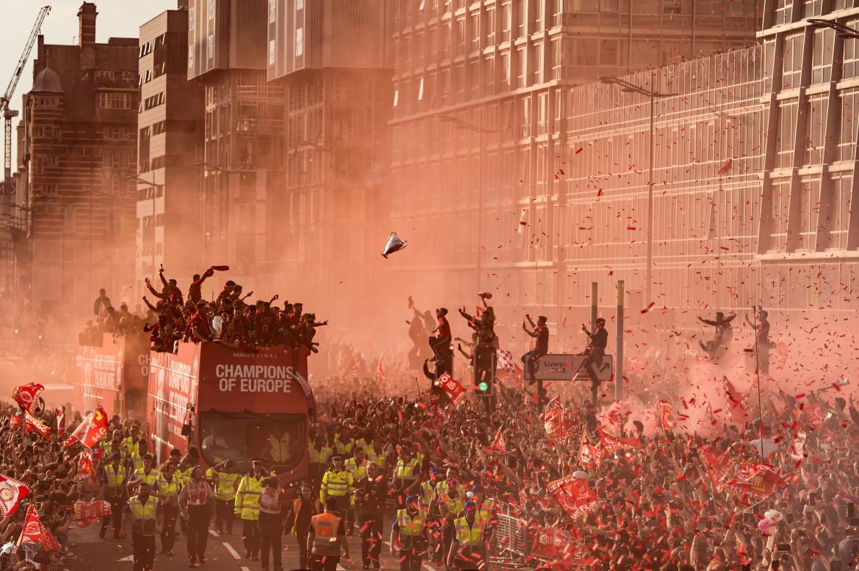 "Fot. Oli Scarff / Agence France-Presse, ""Liverpool Champions League Victory Parade"". 3. miejsce w kategorii Sport"