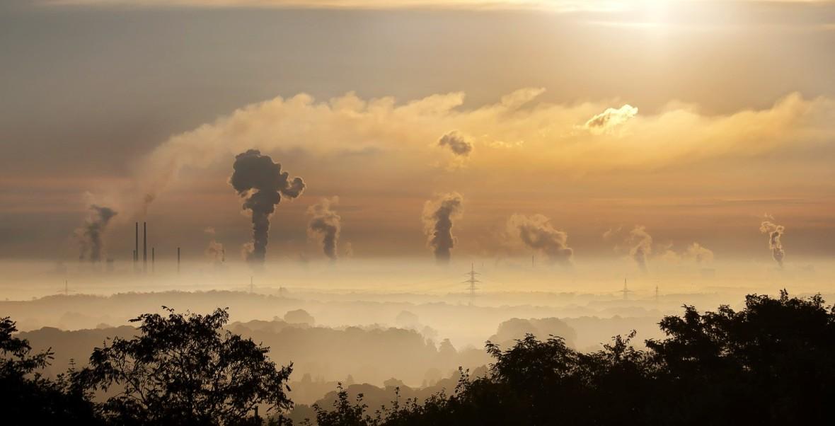 Pacjenci, którzy żyli w zanieczyszczonym powietrzu, gorzej przechodzą COVID-19