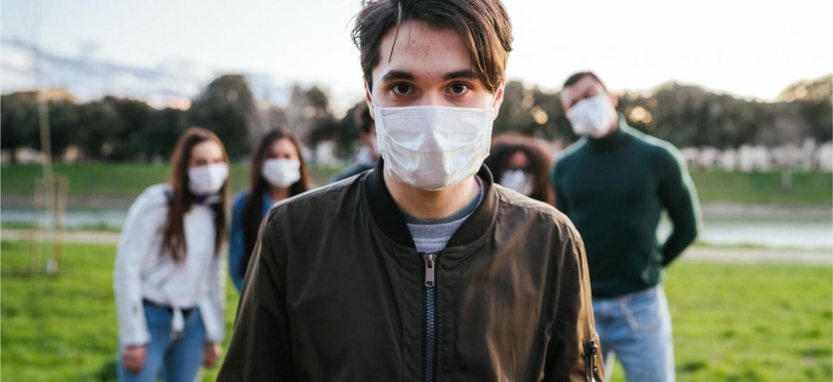 Zniesiono zakazy, więc Polacy poszli do parków i robią wszystko, żeby epidemia trwała w najlepsze