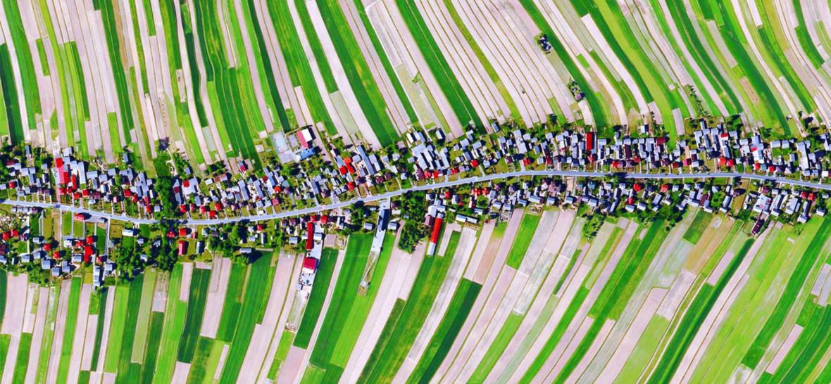 Zdjęcie kolorowej polskiej wsi podbija internet. Tak powstało