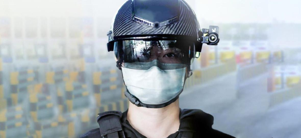 Tym hełmem policjant zeskanuje cię i zmierzy temperaturę. To nowa normalność po COVID–19