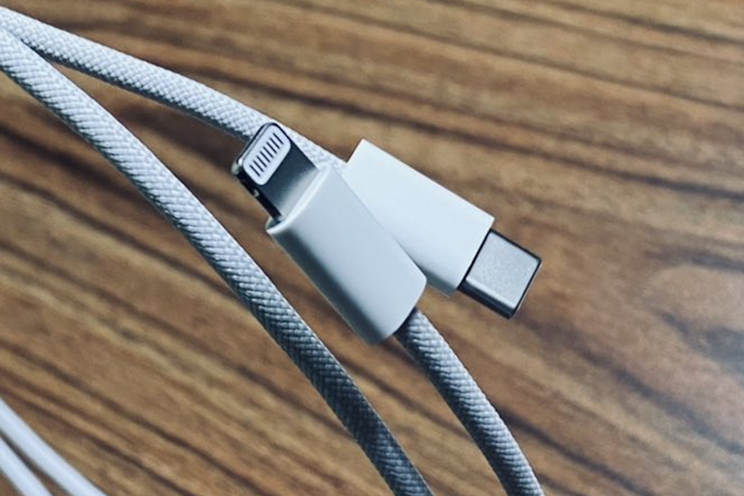iphone-12-lightning-oplot-kabel-przewod 1