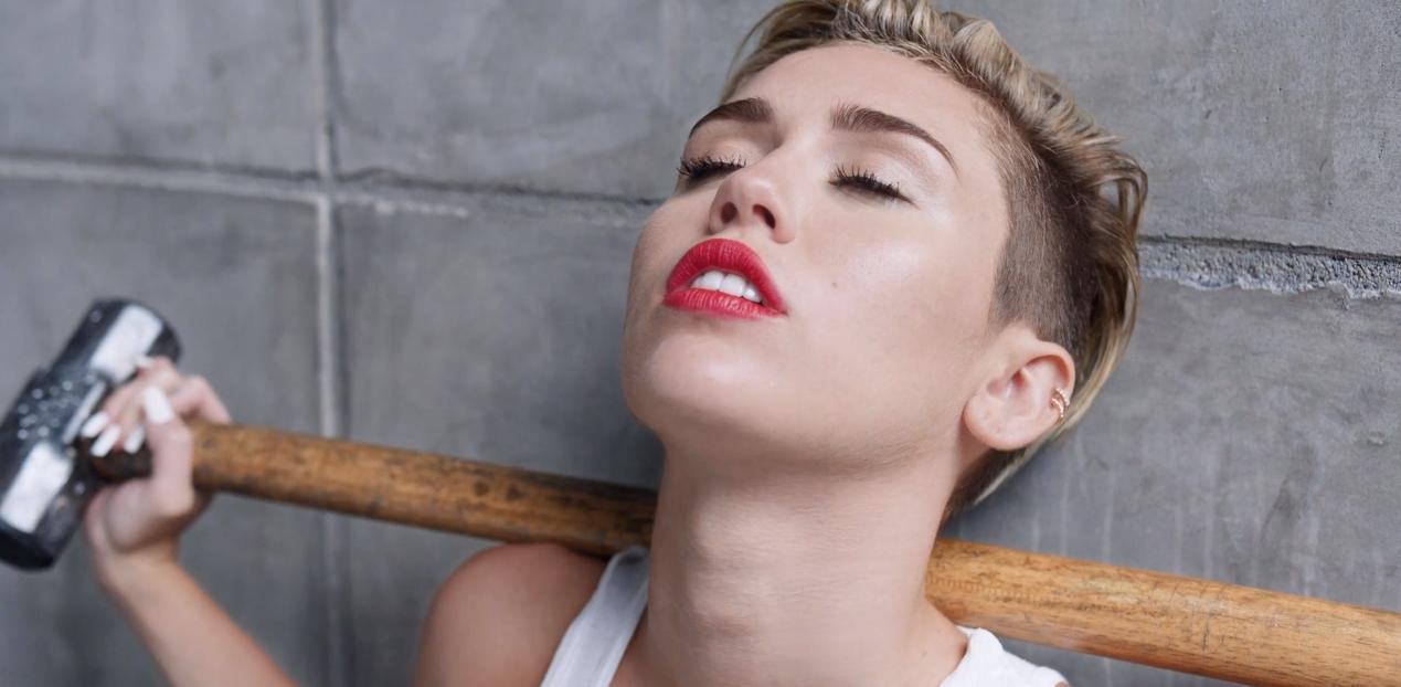 Miley Cyrus na językach – teledysk do Wrecking Ball już jest na YouTube