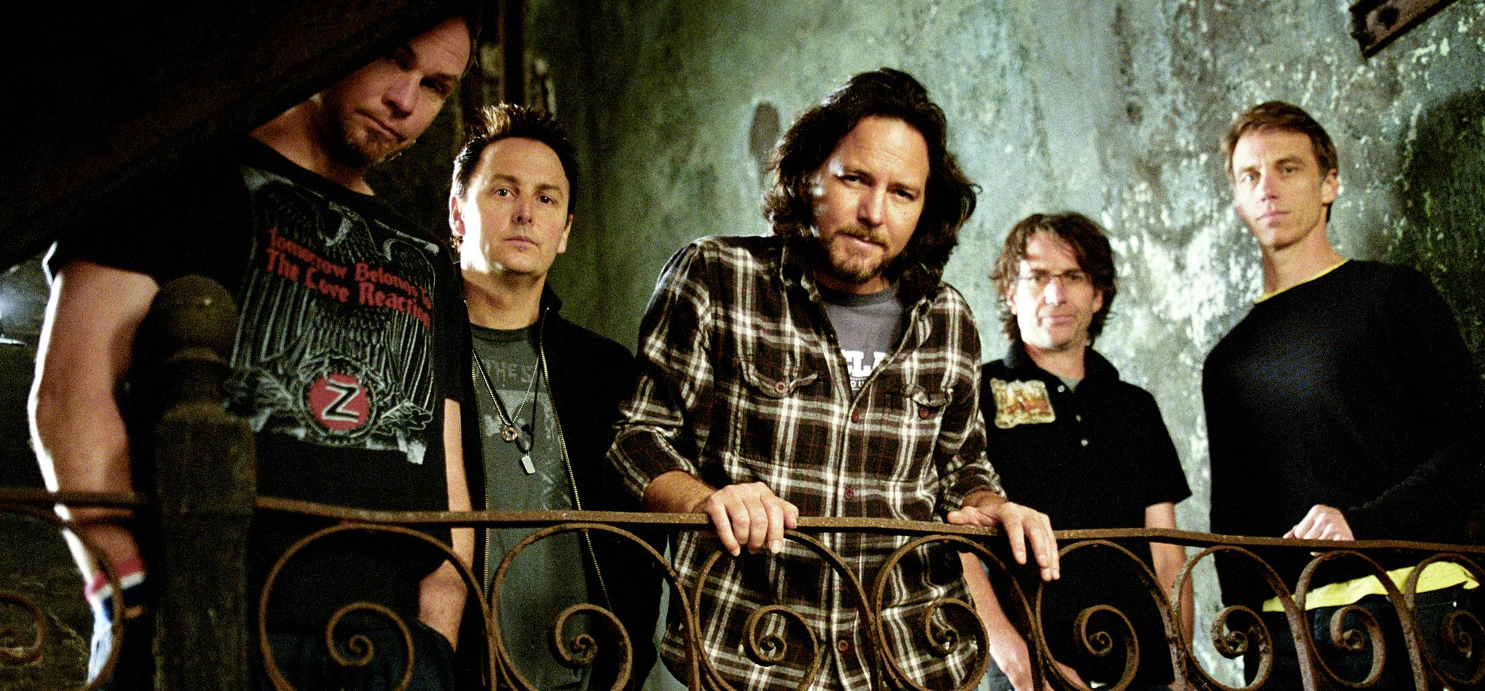 Nowy Pearl Jam nie poraża, ale za to przyjemnie popieści