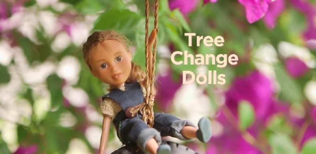 Jak wyglądają lalki, kiedy zmyjesz im makijaż? Świetny dokument o kobiecie, która daje nowe życie zniszczonym zabawkom