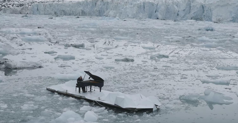 Elegia dla Arktyki – włoski pianista gra na tle topniejącego lodowca