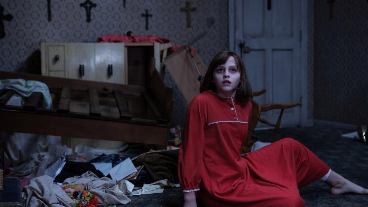 """""""Obecność 2"""" to arcydzieło horroru. Nie straszy, ale jest piękne"""