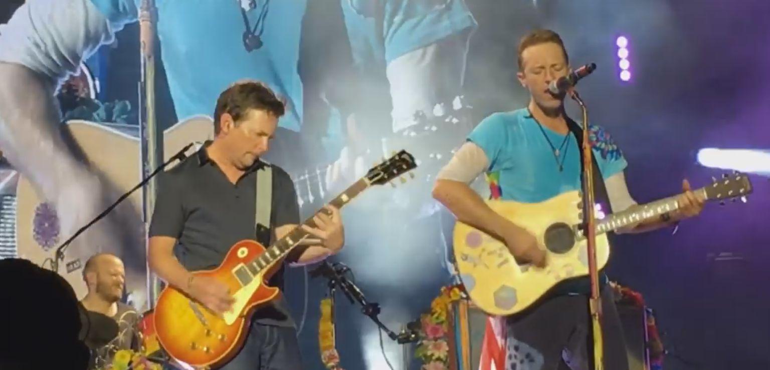To lepsze niż Avengers! Michael J. Fox gra na żywo Johnny B. Goode razem z Coldplay