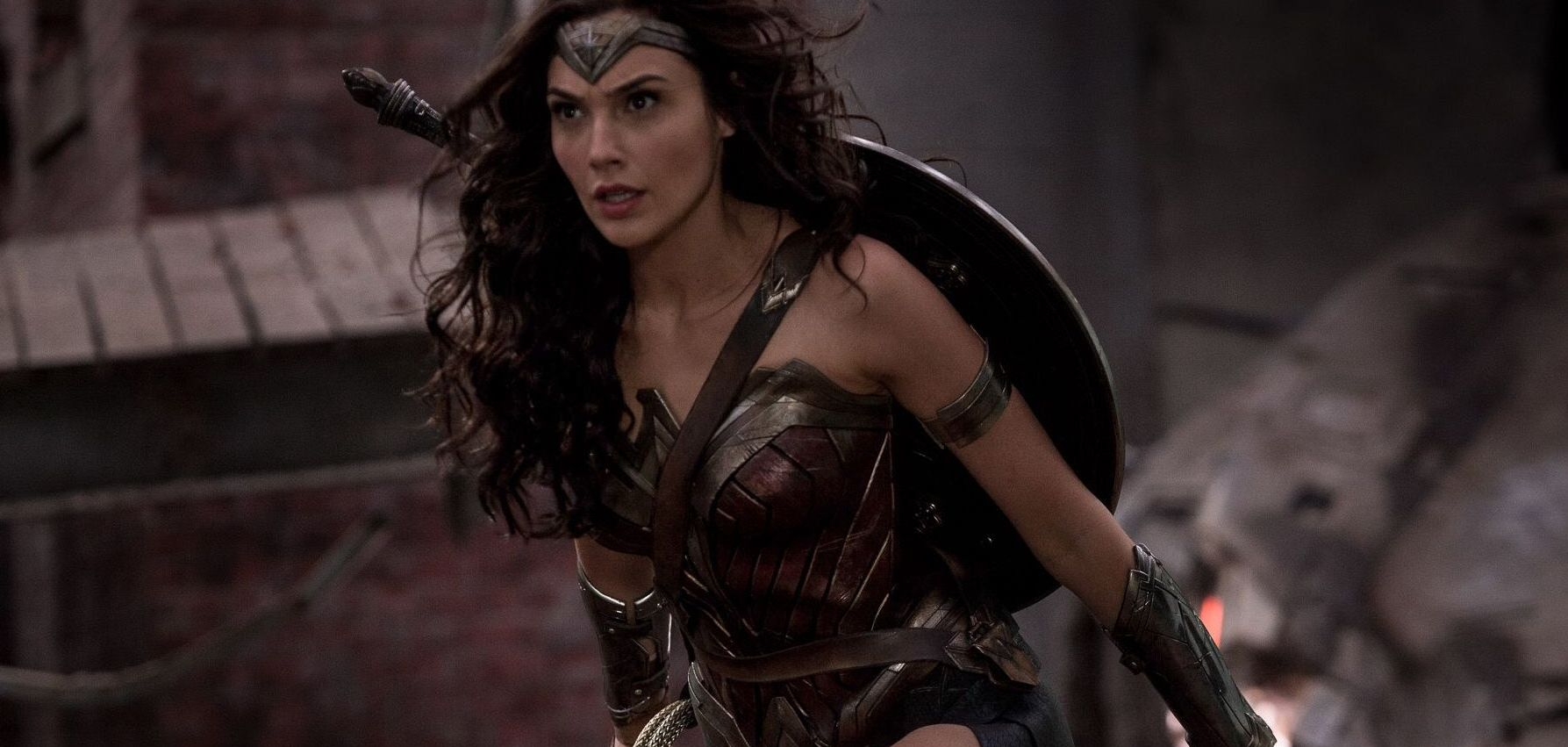 """Po obejrzeniu """"Wonder Woman"""" Warner jest spokojny o losy DCU"""