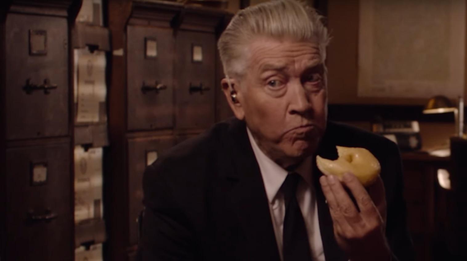 """David Lynch je pączka w nowym teaserze """"Miasteczka Twin Peaks"""""""
