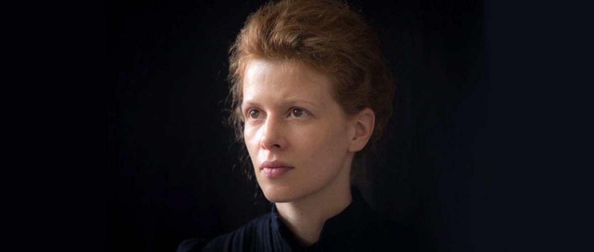 Film Maria Skłodowska-Curie zarobi na siebie, ale tylko dzięki szkołom – recenzja Spider's Web