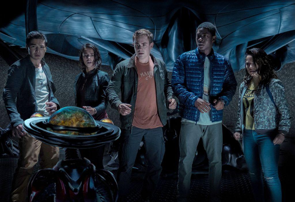 Power Rangers recenzja film 2017 - bohaterowie w kryjówce