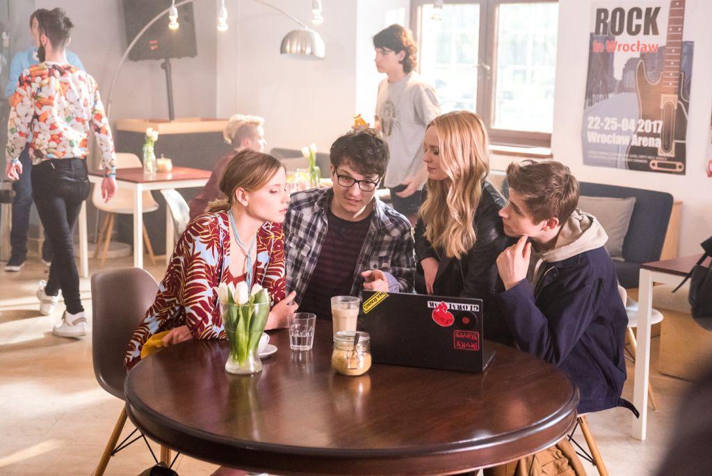 Po lewej stronie Eliza Rycembel, serialowa Luiza, po prawej Michalina Łabacz, która wcieli się w pewną siebie nastolatkę Magdę