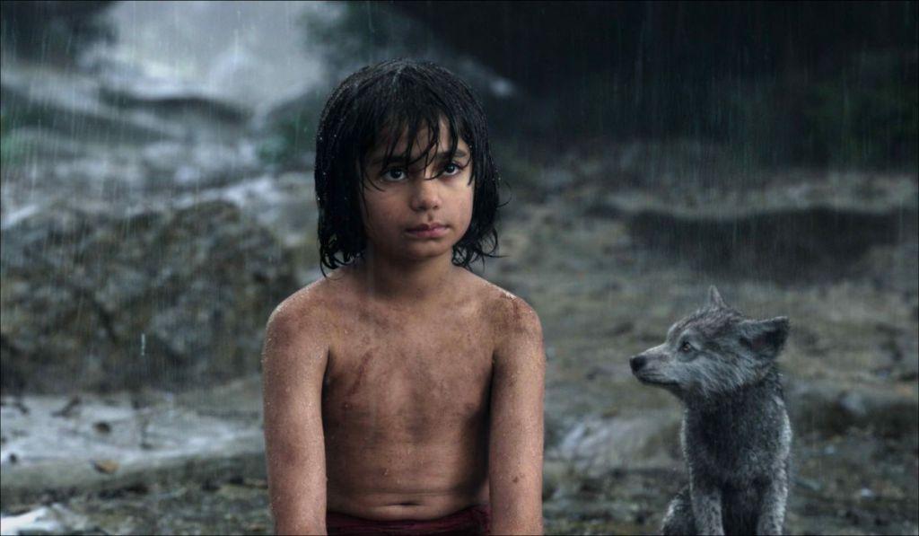 Neel Sethi jako Mowgli w filmowej adaptacji Księgi Dżungli