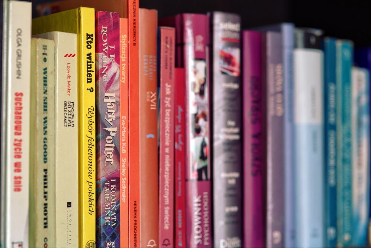 Książki w Biedronce za grosze – te tytuły warto przeczytać