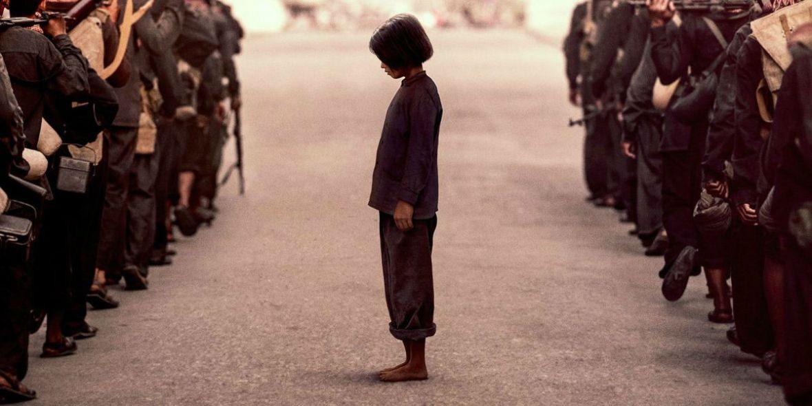 """""""Najpierw zabili mojego ojca"""" to porażająca lekcja historii. Film Angeliny Jolie zobaczysz w Netfliksie"""