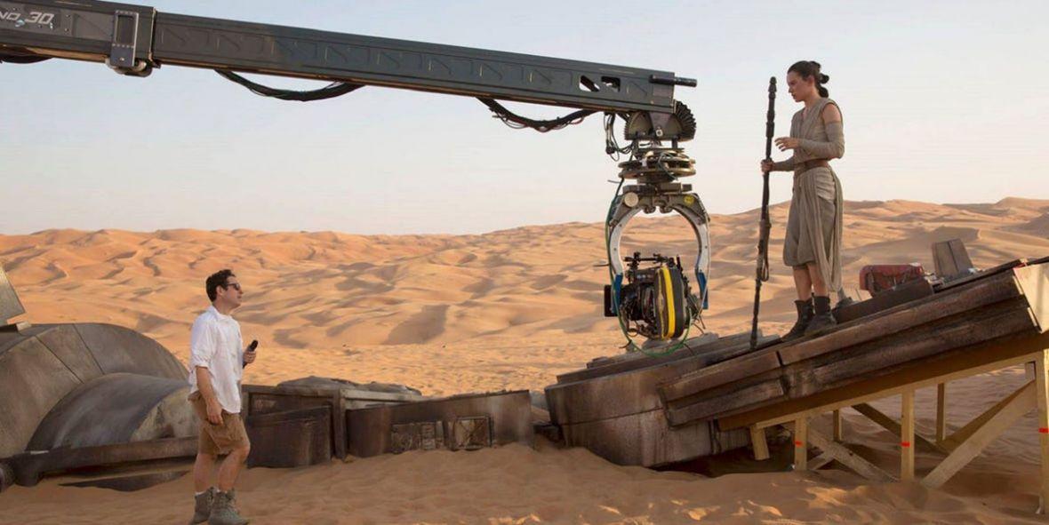 """J.J. Abrams: """"skończyłem prace nad scenariuszem Epizodu IX"""". Zdjęcia do Gwiezdnych wojen ruszają w lipcu"""