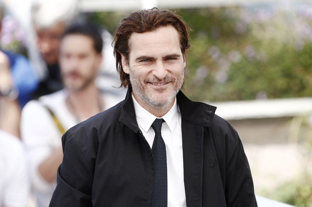 Zapowiada się solowy film o Jokerze. Joaquin Phoenix prowadzi rozmowy z Warner Bros.