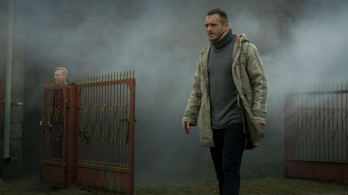 Polscy twórcy będą się musieli naprawdę postarać, aby przebić serial Kruk. Szepty słychać po zmroku