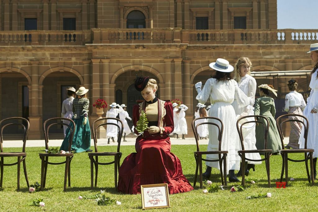 picnic at hanging rock serial