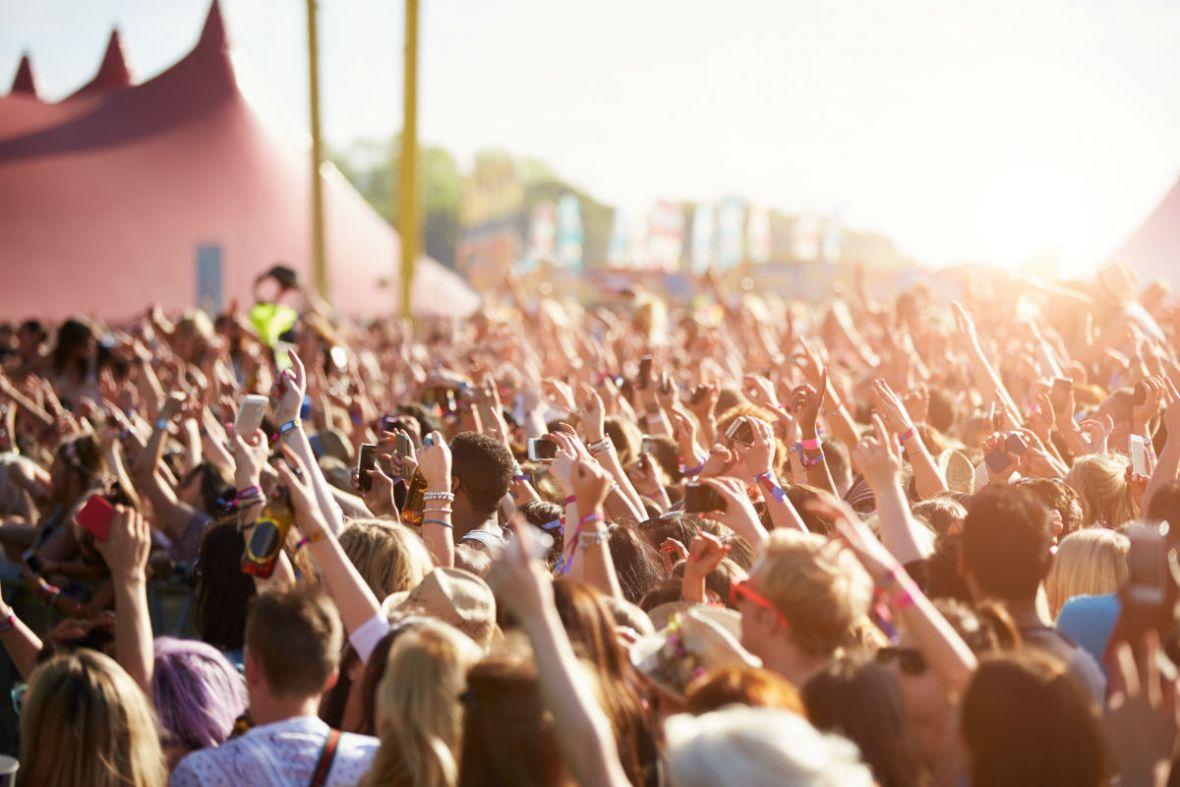 Pakuj plecak, kup kalosze, nadchodzi sezon festiwali muzycznych. Gdzie warto wybrać się tego lata?