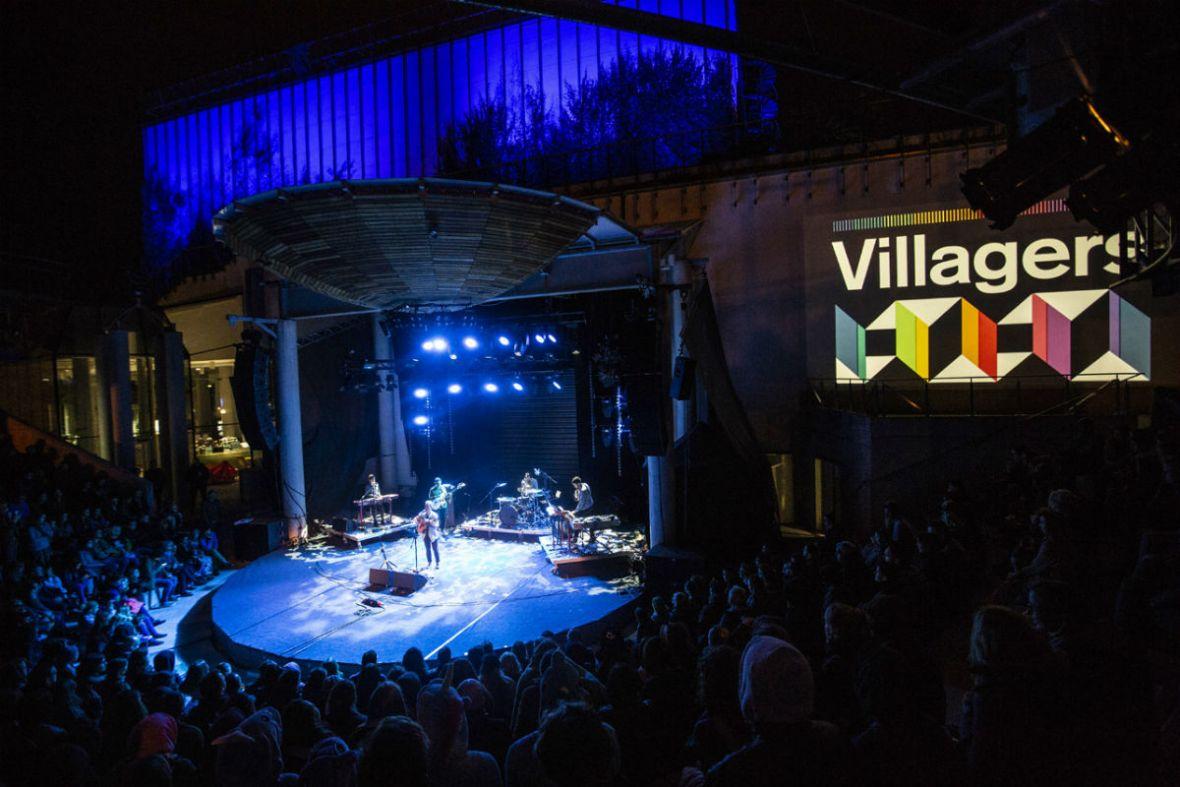 Gdy słuchacze dołączają do muzyków na scenie, przypominasz sobie, za co kochasz małe festiwale