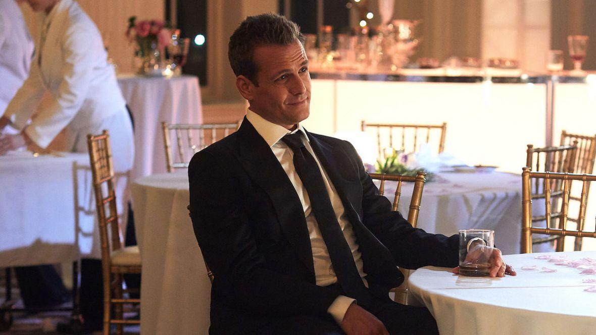 Sprawdzamy, jak prawnicy w garniturach radzą sobie bez Meghan Markle. Suits wraca z 8. sezonem