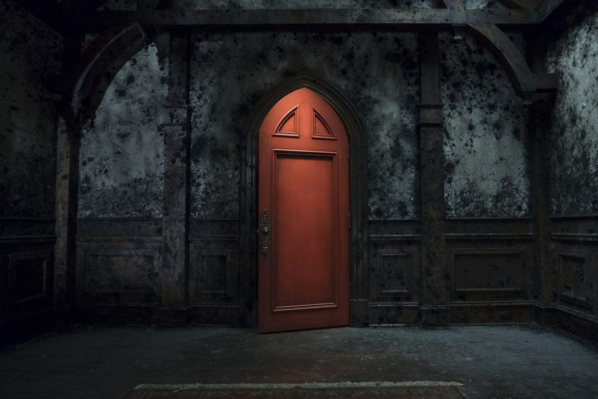 Netflix uchyla drzwi do Nawiedzonego domu na wzgórzu. Znamy szczegóły dotyczące nowego serialu