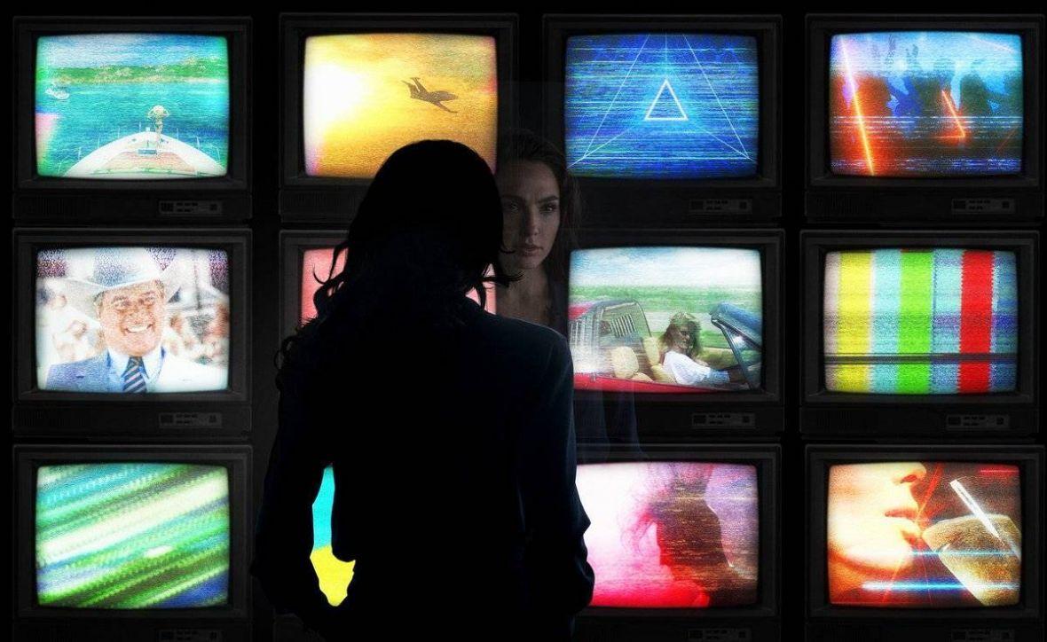 """Premier Morawiecki mówi, że nieprędko pójdziemy do kina. Co z premierą """"Wonder Woman 1984""""?"""