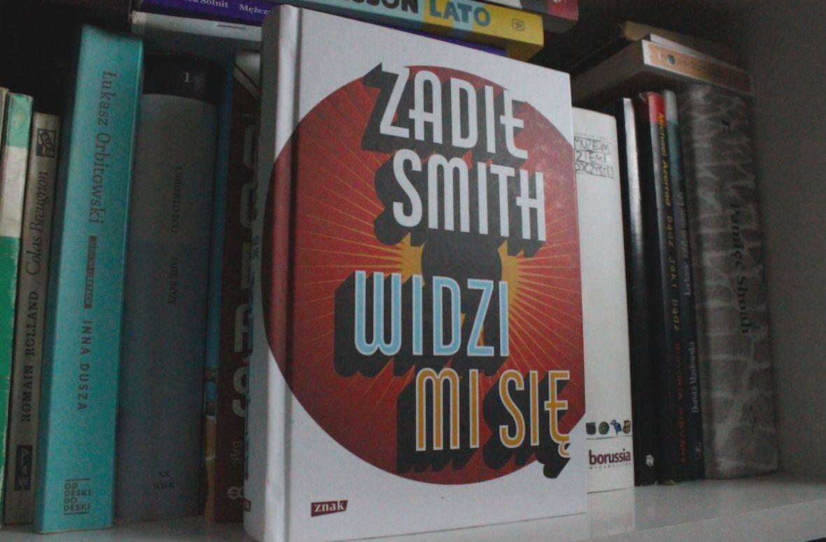 """""""Widzi mi się"""" to nie tylko manifest Zadie Smith. To także kronika na temat społecznych zmian na świecie"""