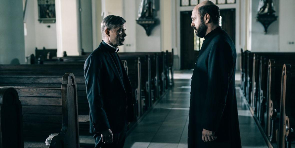 New York Times docenił Kler. W Polsce film krytykują gwiazdy, które go nie widziały, a biznesmeni cenzurują kina