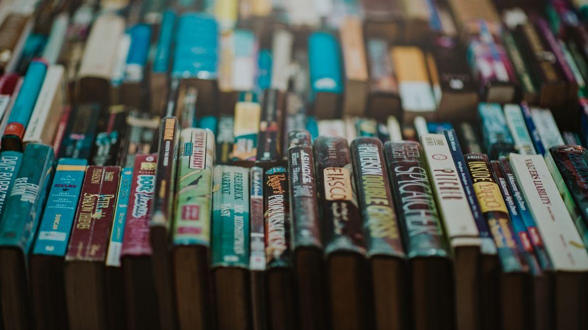 Wybierasz się na Międzynarodowe Targi Książki w Krakowie? Sprawdź, które książki tam zadebiutują