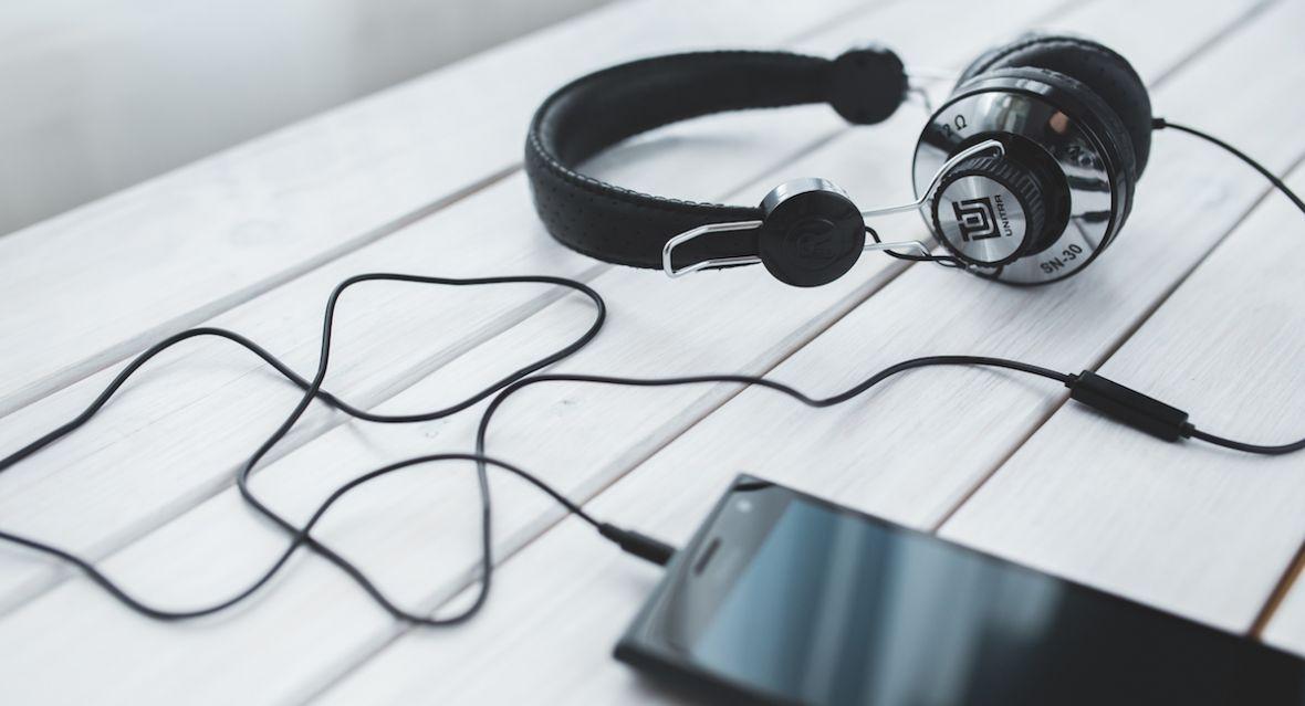 Szukasz audiobooków na długie jesienne wieczory? Sprawdź promocje z okazji Black Friday 2018