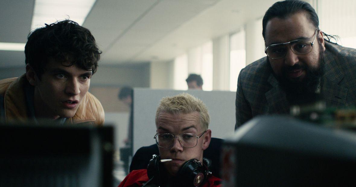 """""""Black Mirror"""" wraca z interaktywnym filmem. """"Czarne lustro: Bandersnatch"""" obejrzysz już dziś w Netfliksie"""