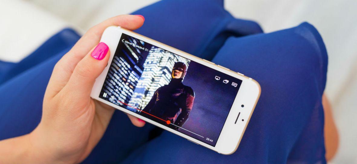 Netflix chce nam wmówić, że filmy dobrze ogląda się na smartfonach. Nie, do cholery, nie ogląda się dobrze