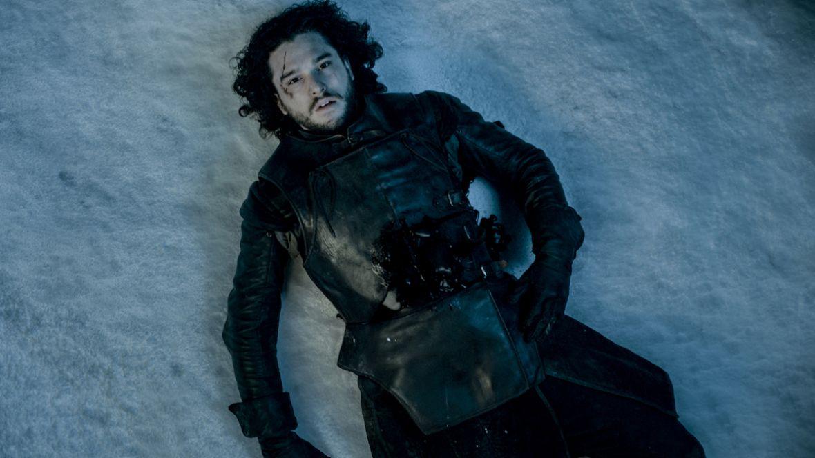 """Jon Snow to maminsynek i narcyz? Członkowie ekipy """"Gry o tron"""" nabijają się z Kita Haringtona"""