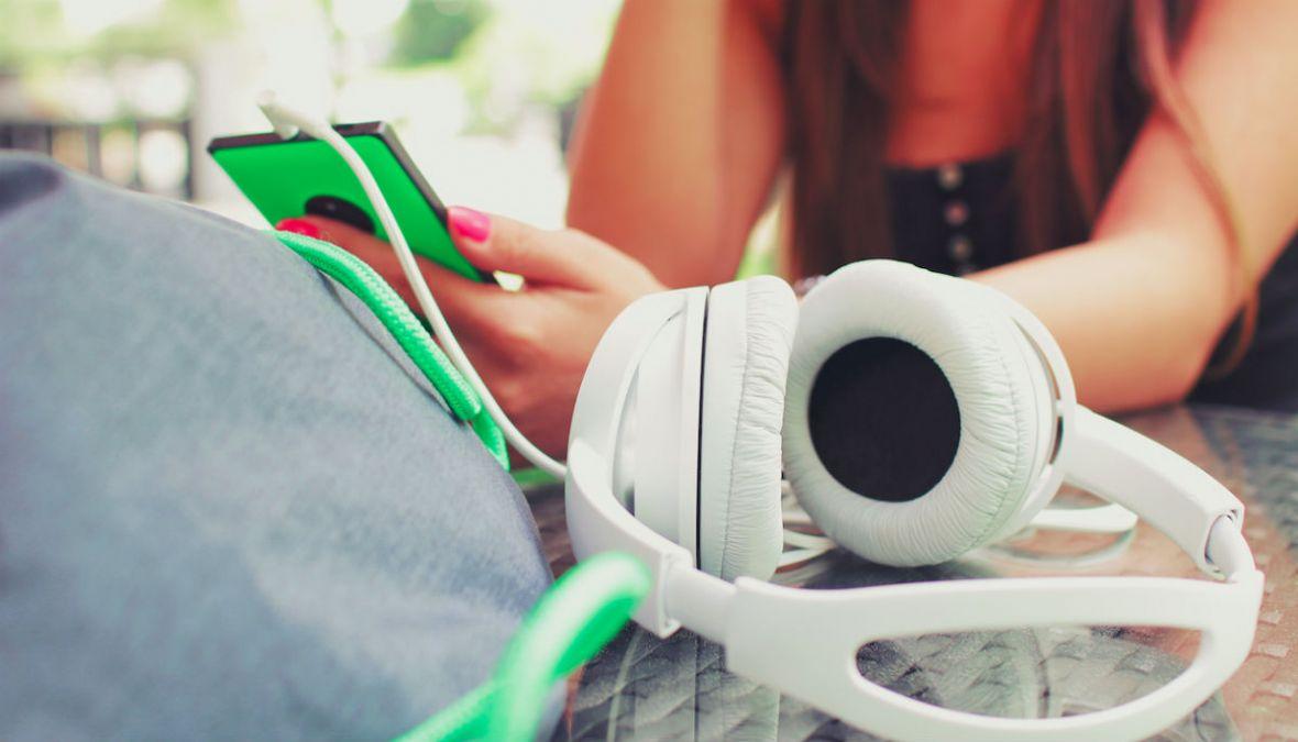 Czy słucha Pan/Pani podcastów? Rozmawiamy z Jakubem Barzakiem z platformy Storytel